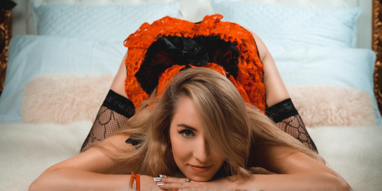 Katlyn Savin- hot babe next door